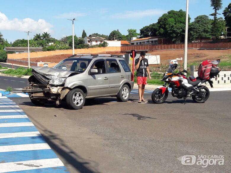 Motorista não respeita pare e causa colisão na Trabalhador São Carlense - Crédito: Maycon Maximino