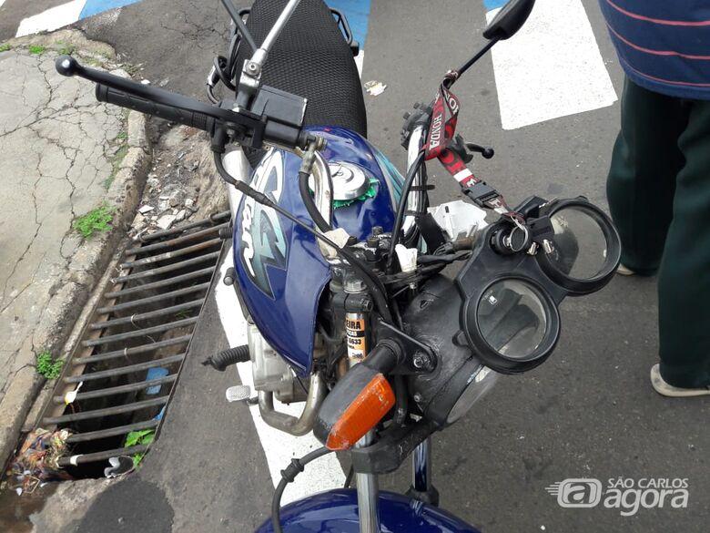 Pneu de moto fura e casal sofre queda no Cruzeiro do Sul - São Carlos Agora
