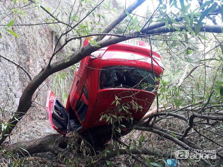Gol é abandonado após cair de uma altura de 15 metros no Jardim das Torres - Crédito: Rodrigo Garcia/Colaborador SCA