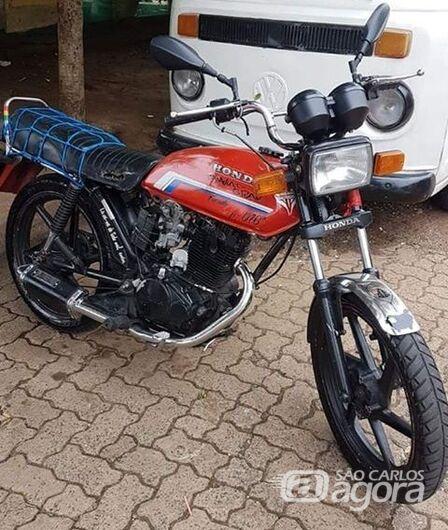 Moto foi furtada e proprietário pede ajuda para localizá-la -