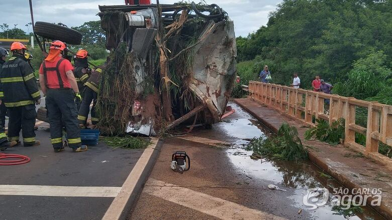 Acidente em Rodovia Paulista envolvendo moto e ônibus causa a morte de cinco pessoas - Crédito: Grupo Rio Claro SP