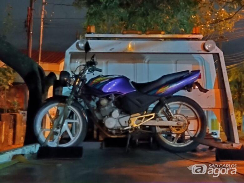 PM recupera moto que foi furtada em São Carlos - Crédito: Luciano Lopes/São Carlos Agora