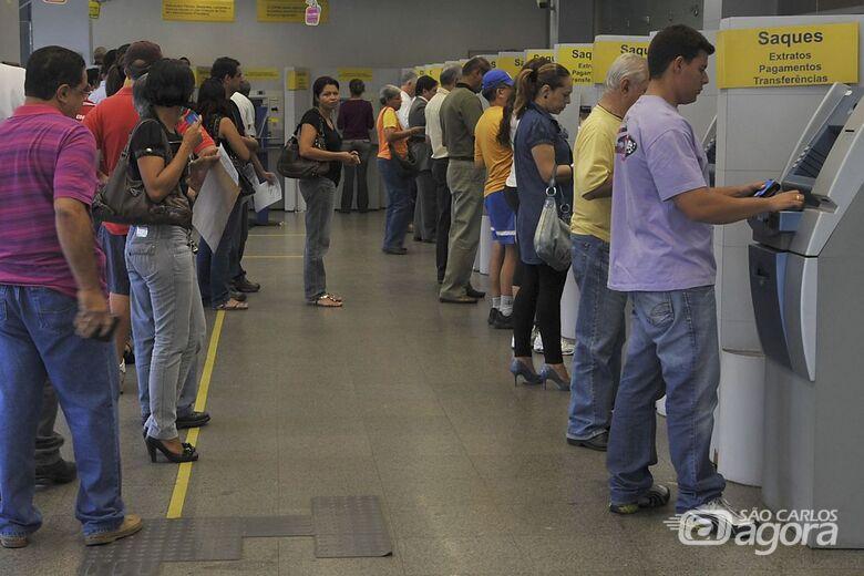 Agências bancárias fecham às 11h nesta terça-feira (24) - Crédito: Agência Brasil