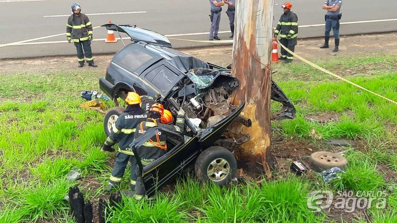 Motorista morre após colidir em árvore na estrada do Broa - Crédito: Maycon Maximino