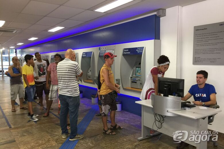 Nascidos em setembro e outubro sem conta na Caixa podem sacar FGTS - Crédito: Agência Brasil