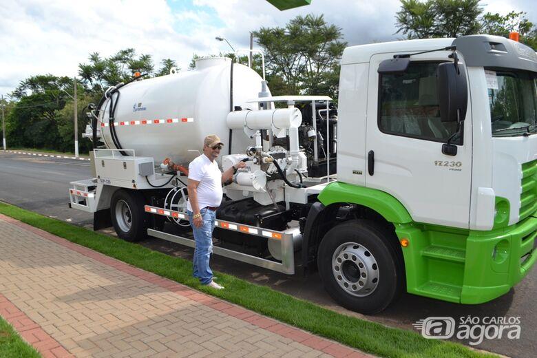 Prefeitura de Ibaté adquire caminhão e implemento  para o Departamento de Água e Esgoto - Crédito: Divulgação