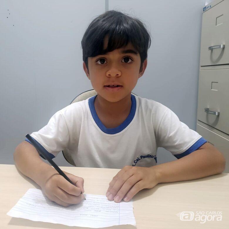 Davi Luiz Filho é paciente há um ano do ambulatório de nefrologia infantil - Crédito: Abner Amiel/São Carlos Agora
