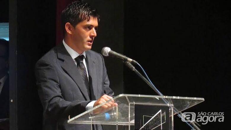 Guerreiro se retrata publicamente com assessor e vereador Elton Carvalho - Crédito: Divulgação