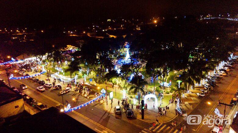 """Abertura do """"Natal de Luzes e Sons Ibaté 2019"""" leva milhares de pessoas à Praça Central - Crédito: Divulgação"""