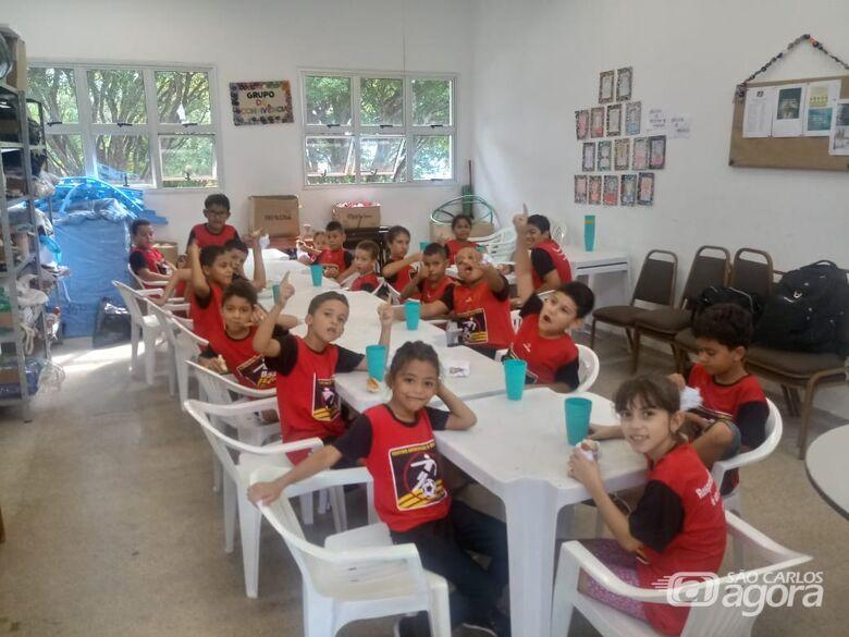 Crianças carentes participam de atividades no Centro da Juventude Elaine Viviani - Crédito: Divulgação