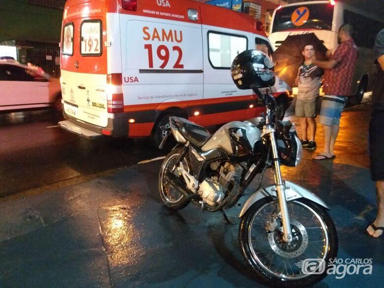 Carro bate em lateral de moto, jovem cai da garupa e ônibus a atropela - Crédito: Luciano Lopes