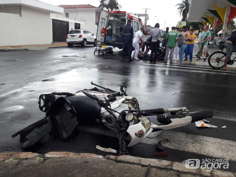 Motorista não respeita o 'pare' e carro atinge moto no centro - Crédito: Maycon Maximino