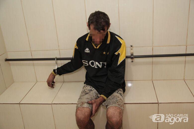Ladrão é flagrado furtando fiação de residência no Boa Vista - Crédito: Marco Lúcio