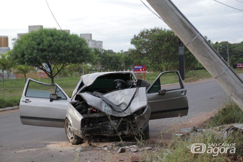 Veículo ficou com a frente destruída - Crédito: Marco Lúcio