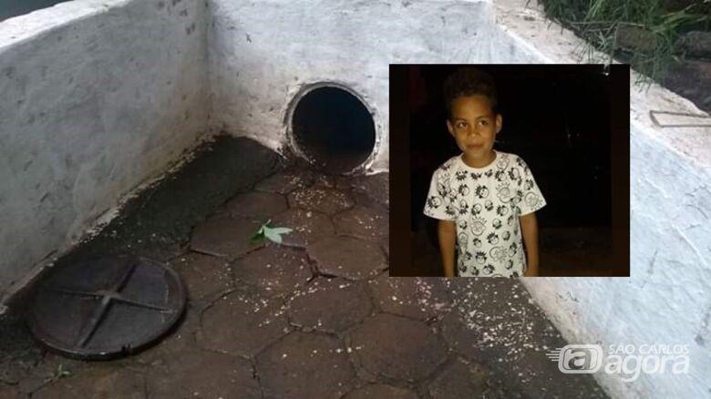 Pequeno Pablo foi arrastado pela correnteza e tragado por bueiro - Crédito: Divulgação