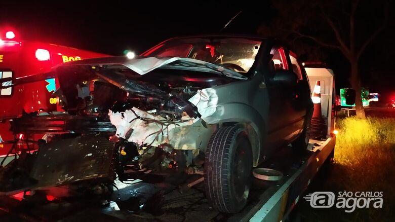 Fiesta prata ficou com a frente destruída - Crédito: Maycon Maximino