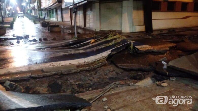 Prefeitura vai refazer pavimento da rua Episcopal no trecho atingido pela chuva - Crédito: Divulgação