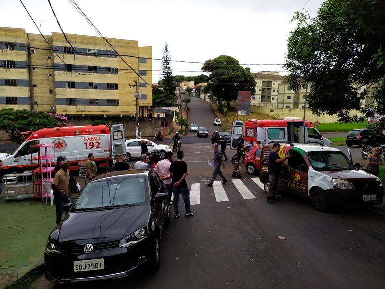 Motociclista sofre fratura na perna após colisão em cruzamento perigoso - Crédito: Maycon Maximino