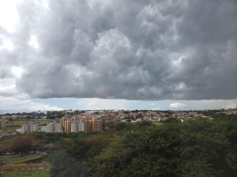 Nuvem carregada sobre a região sul de São Carlos - Crédito: Alex Pádua/Colaborador