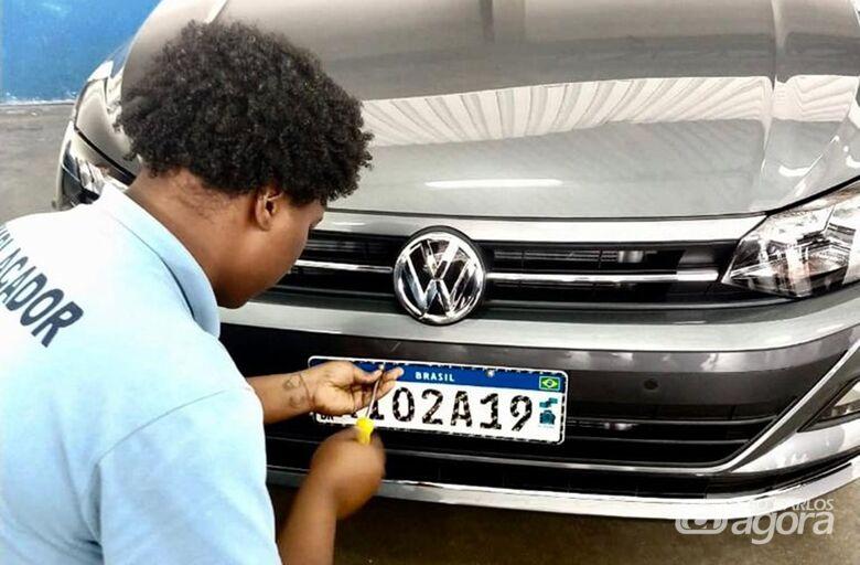 Novas placas de veículos serão obrigatórias a partir de 31 de janeiro - Crédito: Agência Brasil