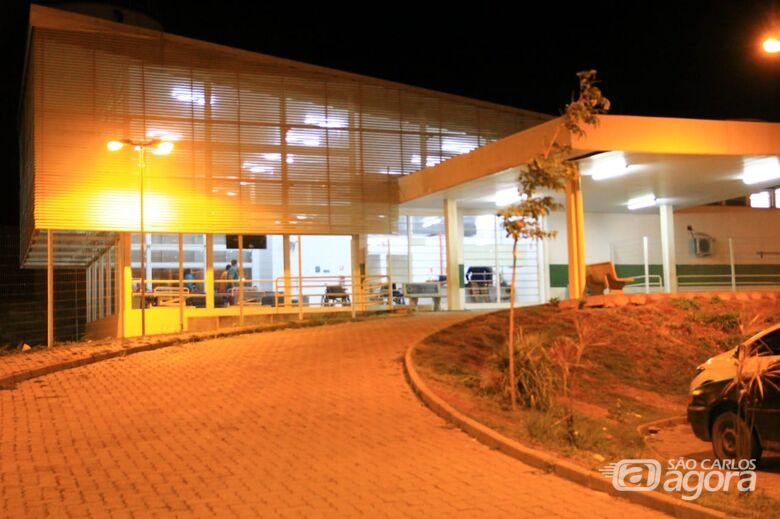Vítima foi levada por um amigo até a UPA no Cidade Aracy - Crédito: Arquivo/SCA