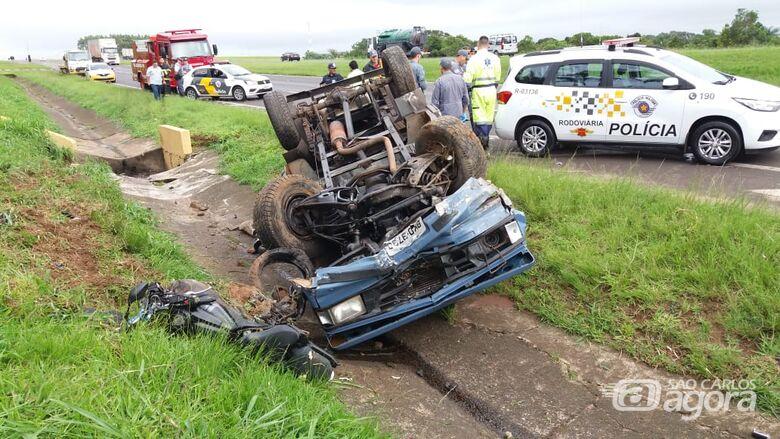 Grave acidente mata motociclista na SP-310 em Ibaté - Crédito: Maycon Maximino