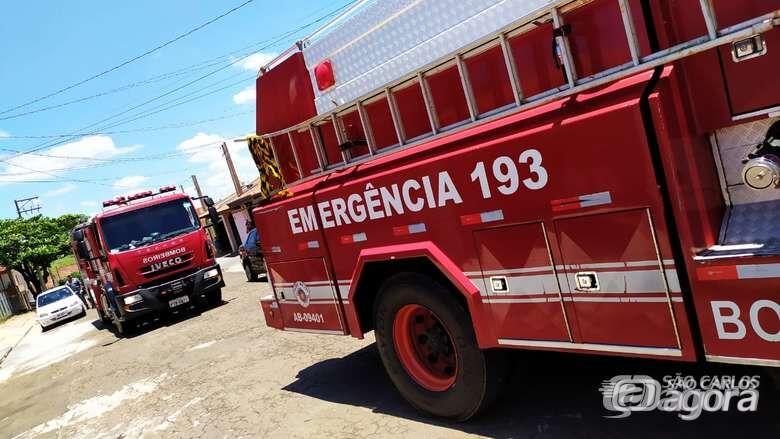 Vela pode ser a causa de incêndio em casa no Azulville - Crédito: Maycon Maximino