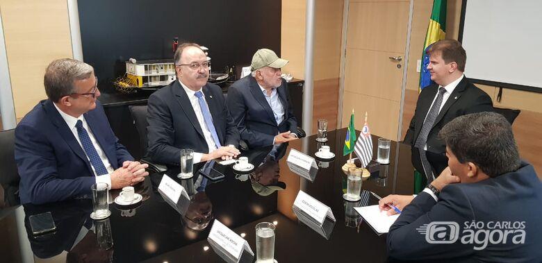 Airton Garcia se reúne com ministro Gustavo Canuto e reivindica R$ 27 mi - Crédito: Divulgação