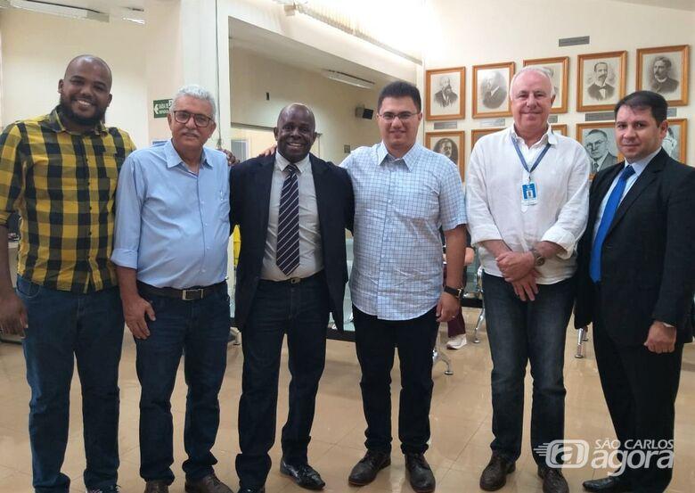 Provedor da Santa Casa com a equipe do Deputado Rodrigo Moraes - Crédito: Daniele Merola