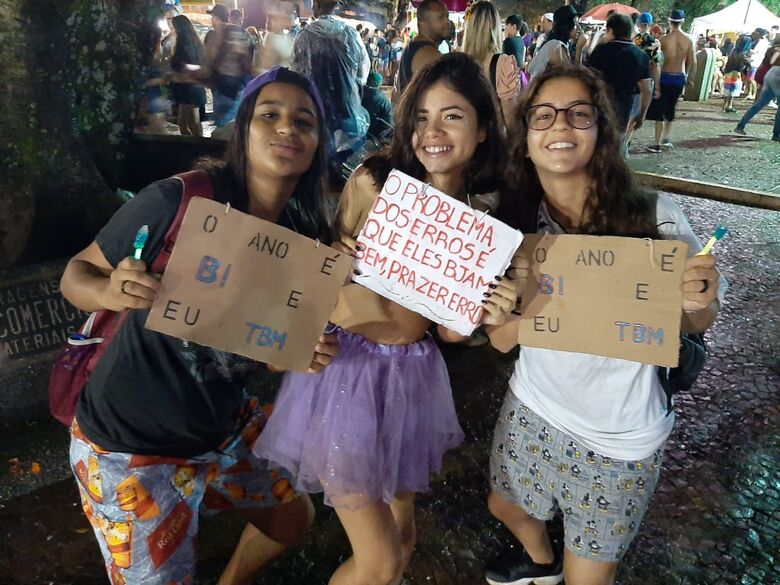 Jovens na Praça XV curtindo o carnaval - Crédito: Divulgação