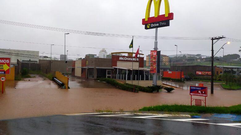 Em 24 horas, chuva atinge 126,8 mm em São Carlos -