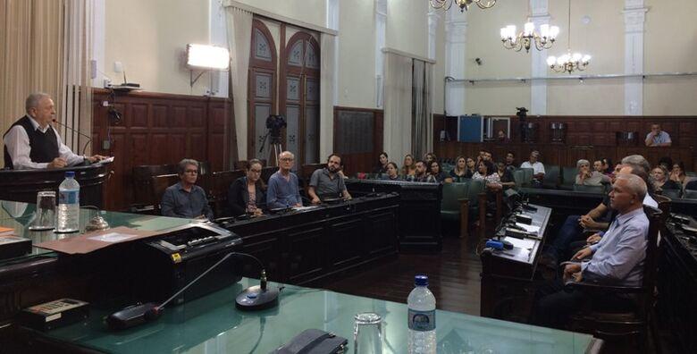Autoridades da área discutiram plano municipal de gestão de resíduos sólidos - Crédito: Divulgação