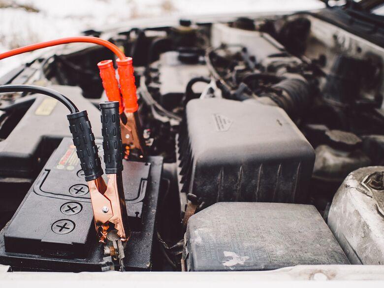Cuidado para a bateria do seu carro não te deixar na mão - Crédito: Imagem de StockSnap por Pixabay