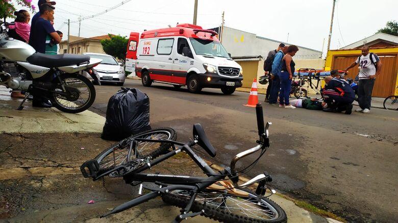 Acidente envolvendo moto, bicicleta e ônibus deixa criança ferida no Cruzeiro do Sul - Crédito: Maycon Maximino
