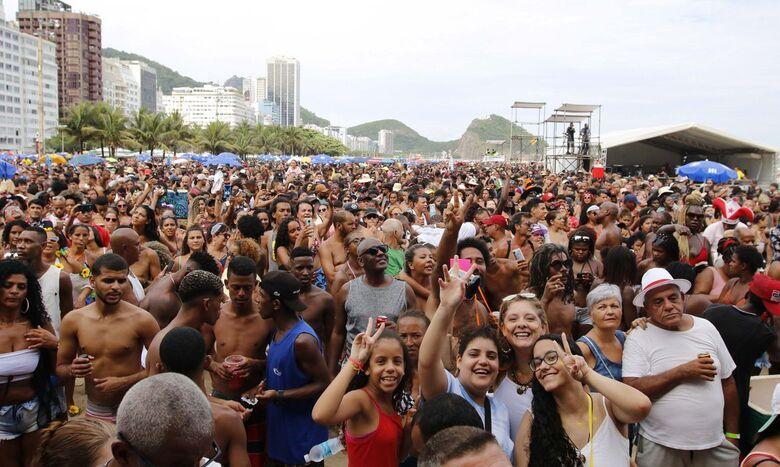 Médico diz como doença do beijo pode ser evitada no carnaval - Crédito: © Tânia Rêgo/Agência Brasil