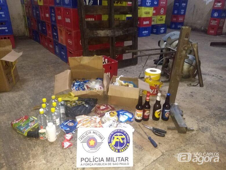 Material usado para adulterar as garrafas - Crédito: Divulgação/PM