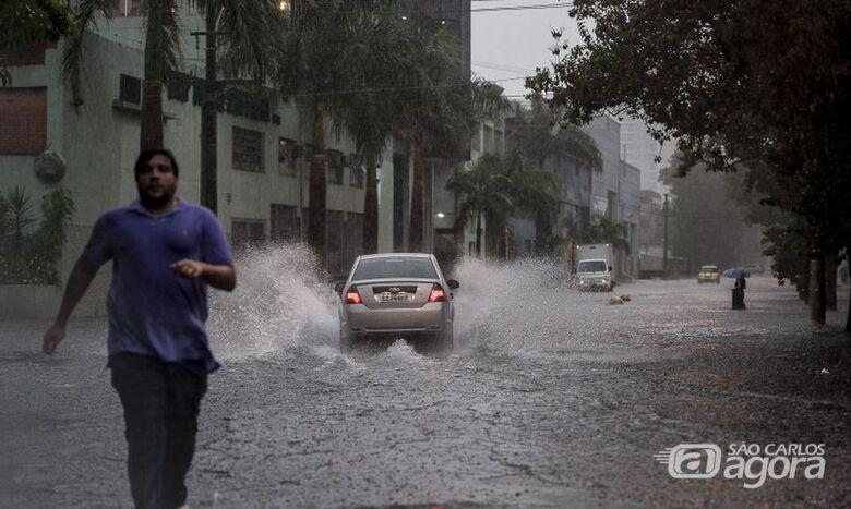 Chuva causa transtornos na capital - Crédito: Agência Brasil