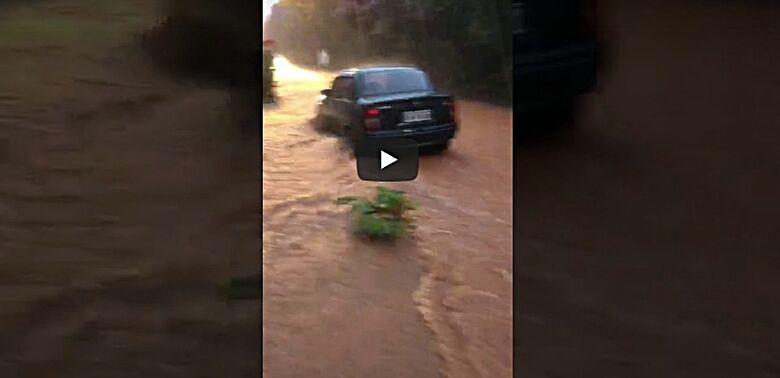 Chuva volta a trazer transtornos em São Carlos - Crédito: reprodução