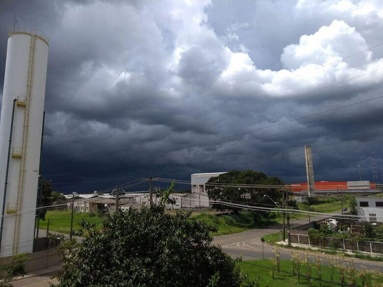 Pode chover com moderada a forte intensidade nesta sexta-feira - Crédito: Arquivo SCA