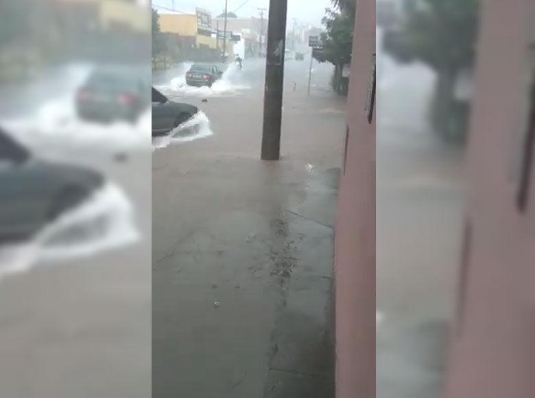 Chuva provoca transtornos na zona sul de São Carlos - Crédito: reprodução