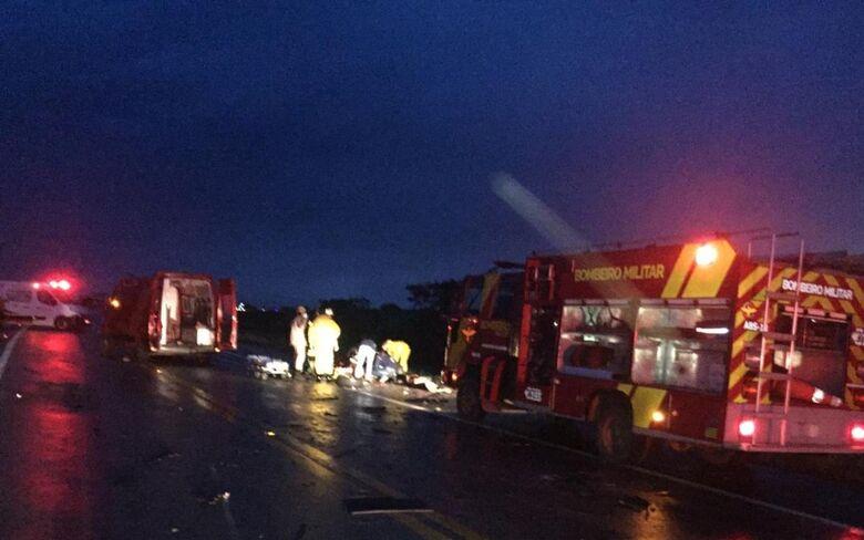 Acidente envolvendo carro com placas de São Carlos deixou 4 mortos - Crédito: Corpo de Bombeiros/GO