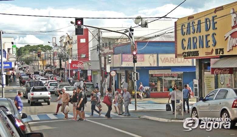 Lojas do comércio abrem a partir do meio-dia nesta segunda-feira de carnaval - Crédito: Arquivo SCA