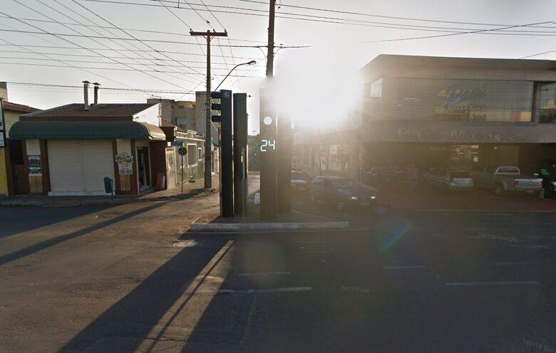 Homem procurado pela Justiça é preso pedindo dinheiro em cruzamento no Centro - Crédito: Google Maps