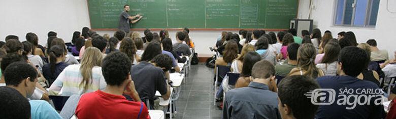 Cursinho gratuito oferece aulas de biologia, física, humanidades, matemática, química e redação - Crédito: Divulgação