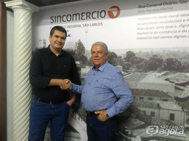 Guilherme Augusto Bertolino, gerente comercial do grupo e Paulo Roberto Gullo, presidente Sincomercio - Crédito: Divulgação