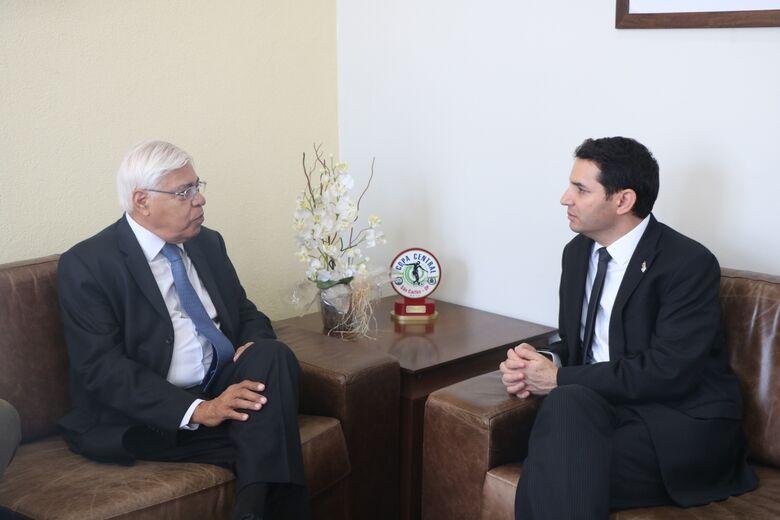 Vereador Azuaite Martins França e o Cônsul Geral de Israel - Crédito: Divulgação