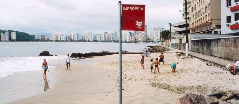 Muitas praias estão com bandeira vermelha - Crédito: Cetesb