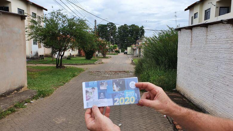 Carnês do IPTU estão sendo entregues no São Carlos VIII - Crédito: Divulgação