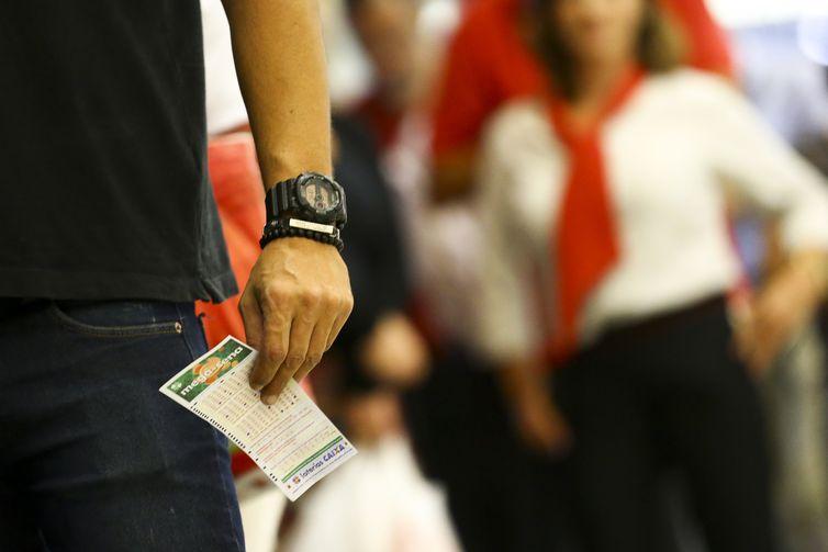 As postas podem ser feitas até as 19h (horário de Brasília) nas casas lotérias credenciadas pela Caixa - Crédito: Marcelo Camargo/Agência Brasil