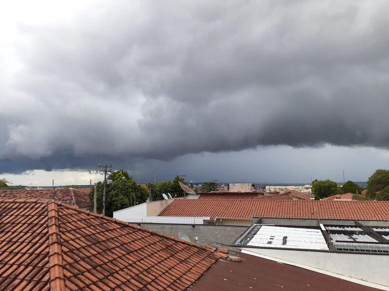 Semana começa quente, mas a previsão é de chuva a partir de terça-feira - Crédito: Arquivo SCA